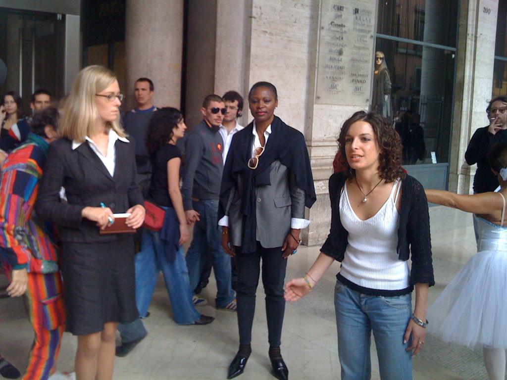 """24 Ottobre 2008 - Performance di un gruppo di Attori e Docenti della """"Permis De Conduire"""" alla Galleria Colonna"""