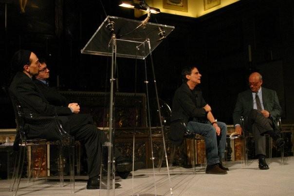 """Maggio 2005 , Gianni Licata e Luca Milesi leggono Borges a """"Il Classico di una Vita"""" con Roberto Vecchioni e Piero Dorfles"""