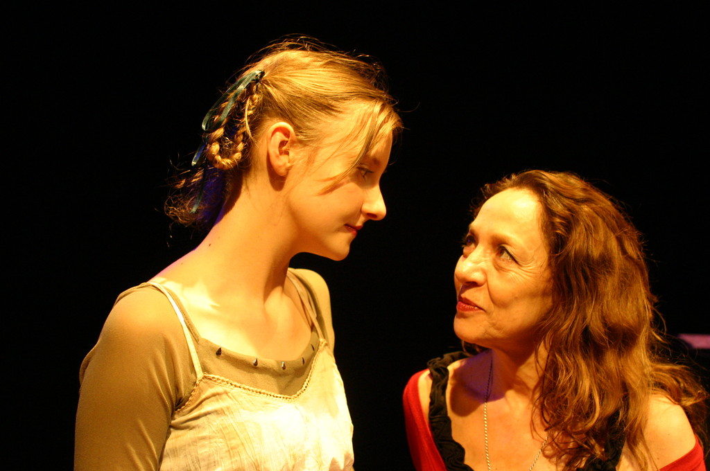 """Giugno 2008 - Teatro del Parco Tiburtino """"Cechov 1 e 1/2 """" : Irena Goloubeva e Carla Aversa"""