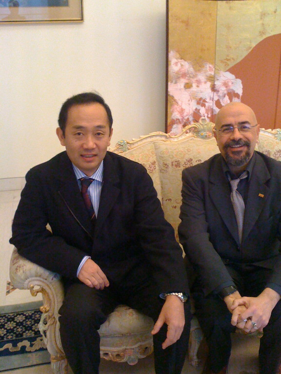 Il Maestro Nohiko Umewaka con Massimiliano Milesi. Residenza Ambasciatore del Giappone. Marzo 2010