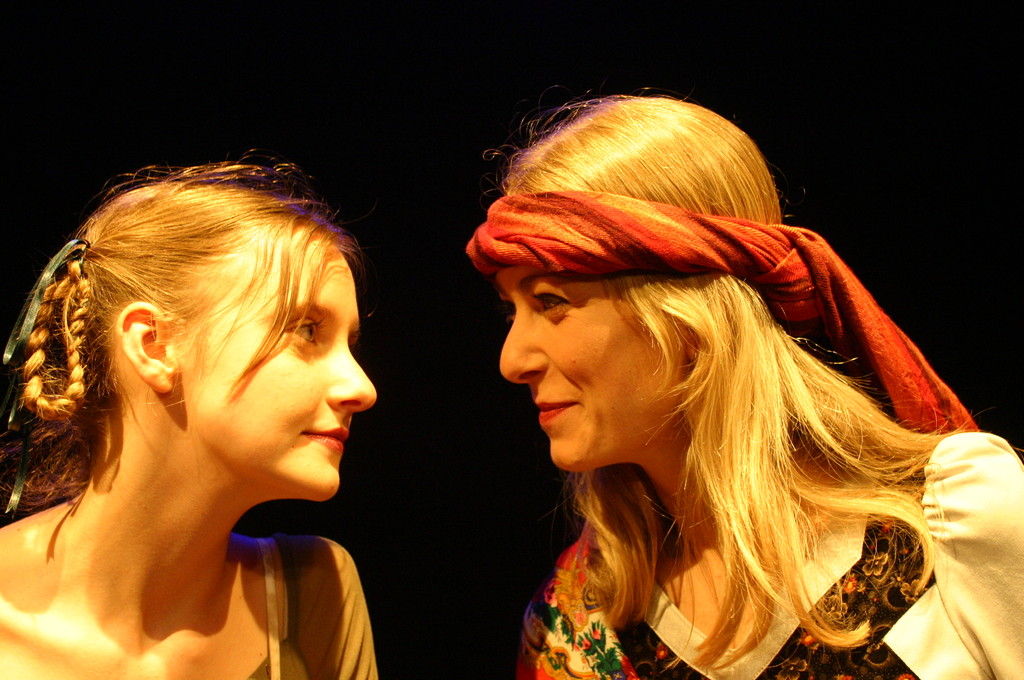 """Giugno 2008 - Teatro del Parco Tiburtino """"Cechov 1 e 1/2 """" :Irena Goloubeva ed Igina Del Regno"""