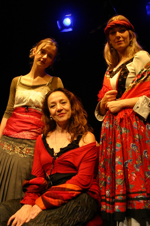 """Giugno 2008 - Teatro del Parco Tiburtino """"Cechov 1 e 1/2 """" : Irena Goloubeva, Carla Aversa, Igina Del Regno"""