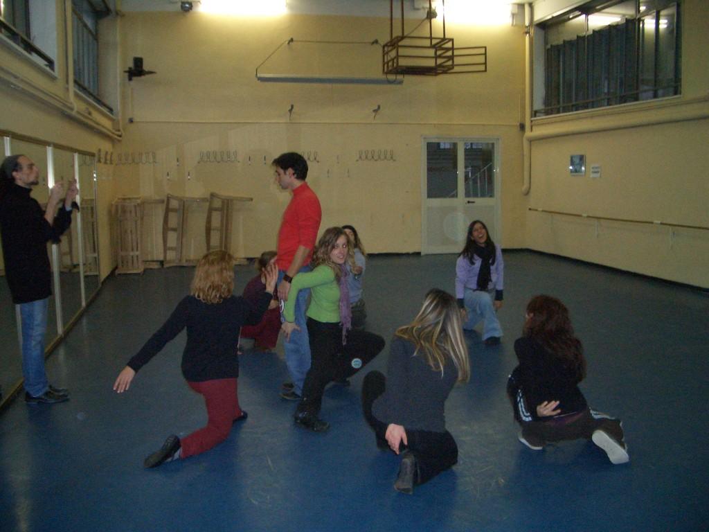"""Gennaio 2005 - Training per """"LE TROIANE"""" diretto da Francesca Frascà al Teatro AGORA'. I locali sono quelli dove sorgerà il Teatro del Parco Tiburtino"""