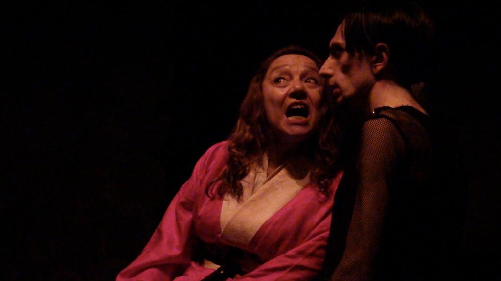 Carla Aversa (Rokujo) e Gianni Licata (Ikaru) AOI di Takeshi Kawamura. Regi a di M.Milesi . Teatro Agorà. Maggio 2010