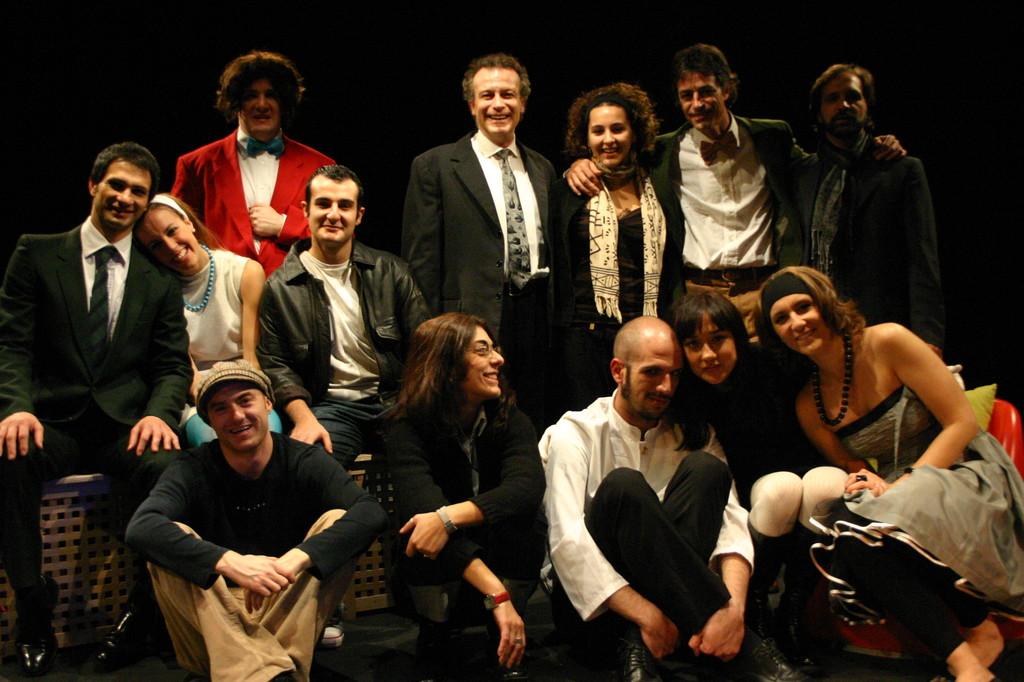 """Dicembre 2005 - """"Le Smanie per la Villeggiatura"""" Foto di Gruppo al Teatro del Parco Tiburtino"""