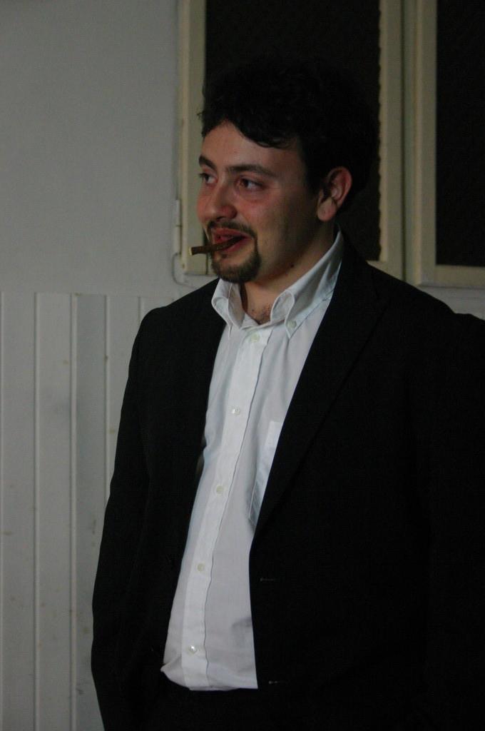 """Maggio 2009 - Backstage """"IL GIARDINO DEI CILIEGI"""" nella Sala Prove di Ciak'84 : MIchele Botrugno"""