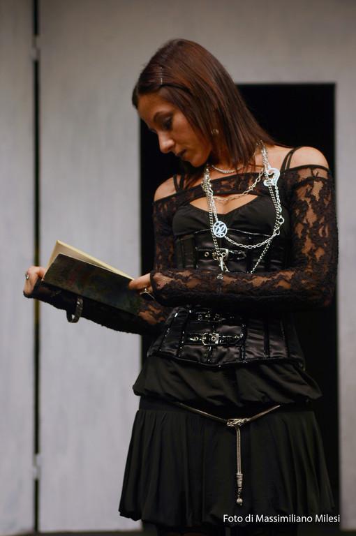 """Ottobre 2008 - Teatro AGORA' """"Due Volte al Mese....IVA Esclusa"""" Testo e Regia di M.Milesi, Coreografie di Carla Aversa : Arianna Iegri"""