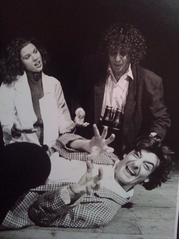 """Maggio 1996 - Teatro dei Cocci, """"Onde d'urto"""" prima versione dell'Omaggio a Ionesco di Massimiliano Milesi (poi """"Vieni,vieni...caro pubblico"""", """"Interi & Ridotti"""" e """"LineaZ"""")"""