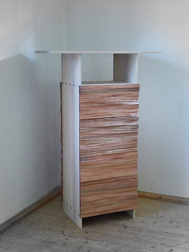 Stehpult mit Spaltholz-Front