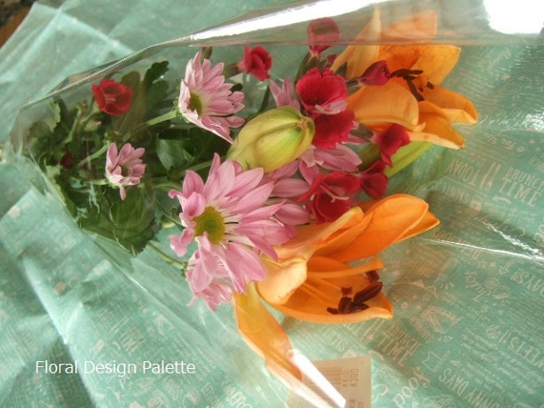 スーパーで購入したお花で、あれこれアレンジしてみます
