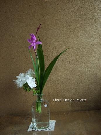 白つつじと紫蘭の花あしらい