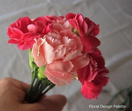 先端の3輪のまわりに花を添えて・・