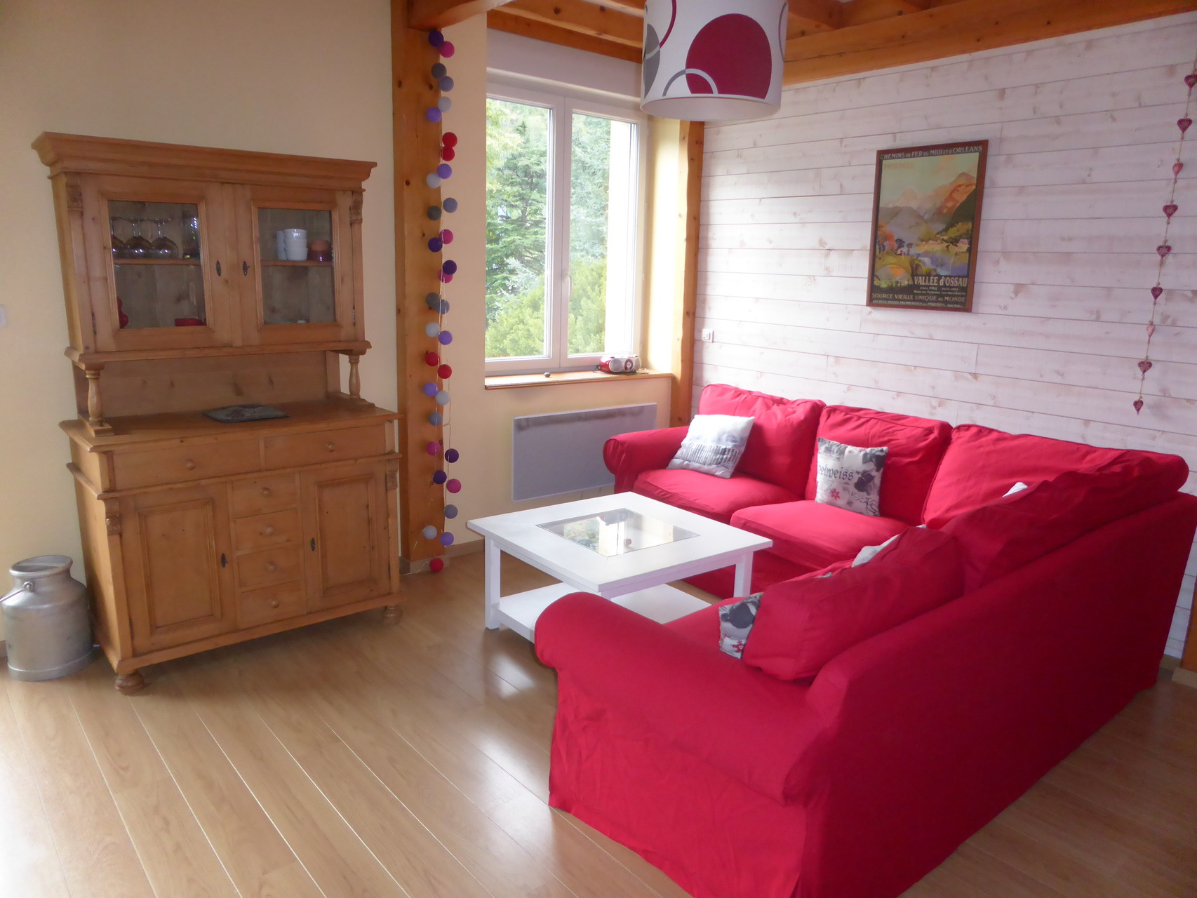 Un beau salon, lumineux, spacieux et confortable