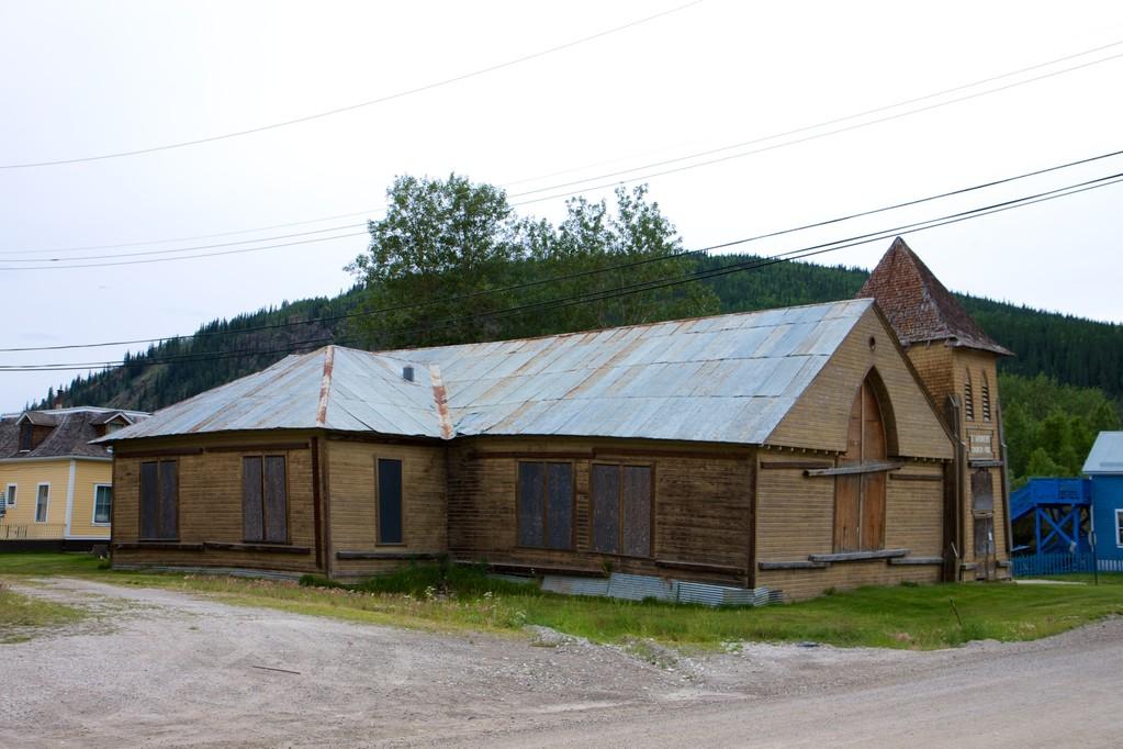 Eines der Gebäude, das die letzten 100 Jahre überdauert hat, mehr oder weniger.