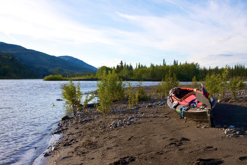 Morgens am Fluss - das Boot darf noch ausruhen.