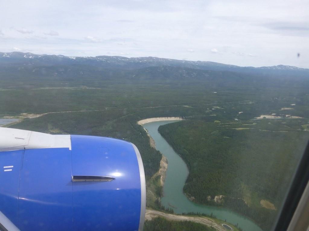 Den ersten Blick auf den Yukon bekommen wir schon beim Landeanflug