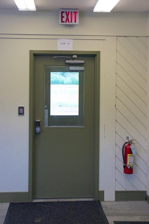 Gate 28 am internationalen Flughafen Dawson City