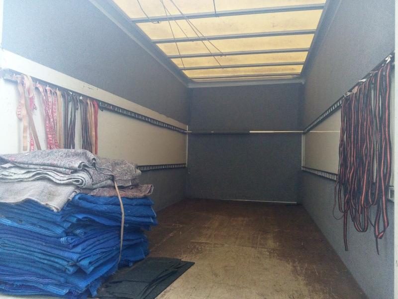 Möbelkoffer ausgestattet mit Gurten,Decken,Ladungsstangen