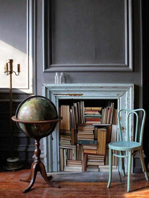 Cheminée bibliothèque, remplie de livres