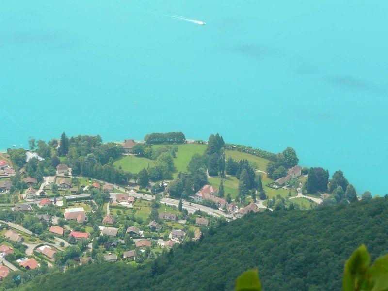 Pour la maison de Dimitri, je voulais trouver un endroit superbe, pas trop loin du lieu de la LMD que je situe dans Annecy-le-Vieux, dans la zone des Glaisins. Chavoire était la solution parfaite.