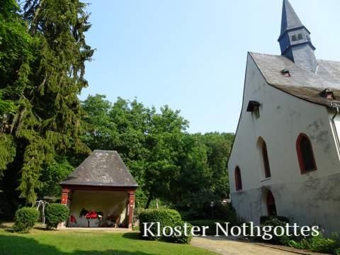 Mit Esel Janosch am Kloster Nothgottes