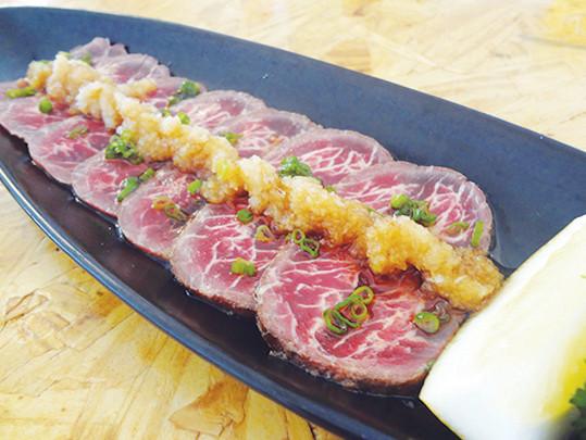 日本料理店「ザ・シグネチャー The Signature」の和牛タタキ