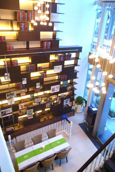 タイ料理店とは思えないおしゃれな空間