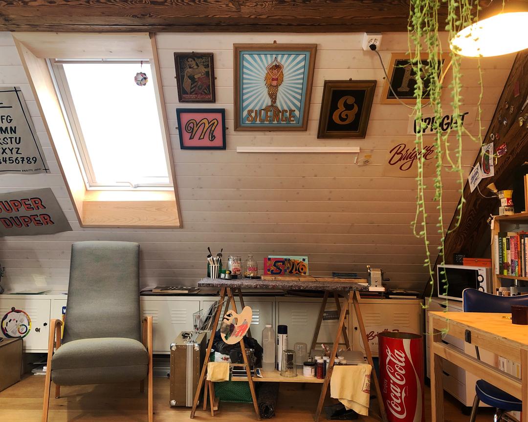 Einblick in das Atelier von Brigitte Jaggi Schriftenmalerei