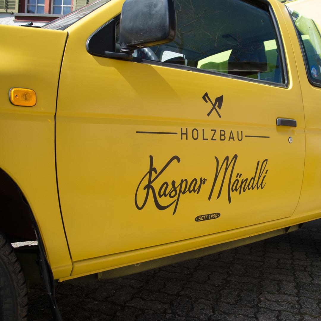 Fahrzeugbeschriftung mit neuem Logo für Mändli Holzbau