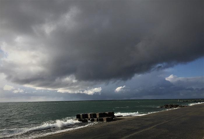 波が高いので釣り人はゼロ。