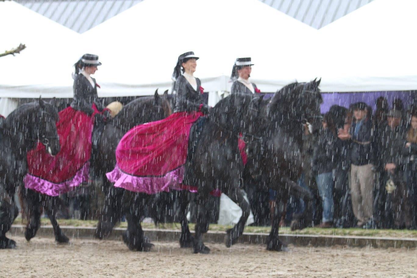 Show 17 april Kasterlee België zelfs in de regen rijden wij vrolijk verder..