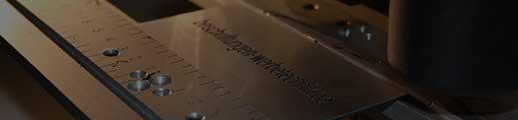 Gravur auf eloxierten Aluschild