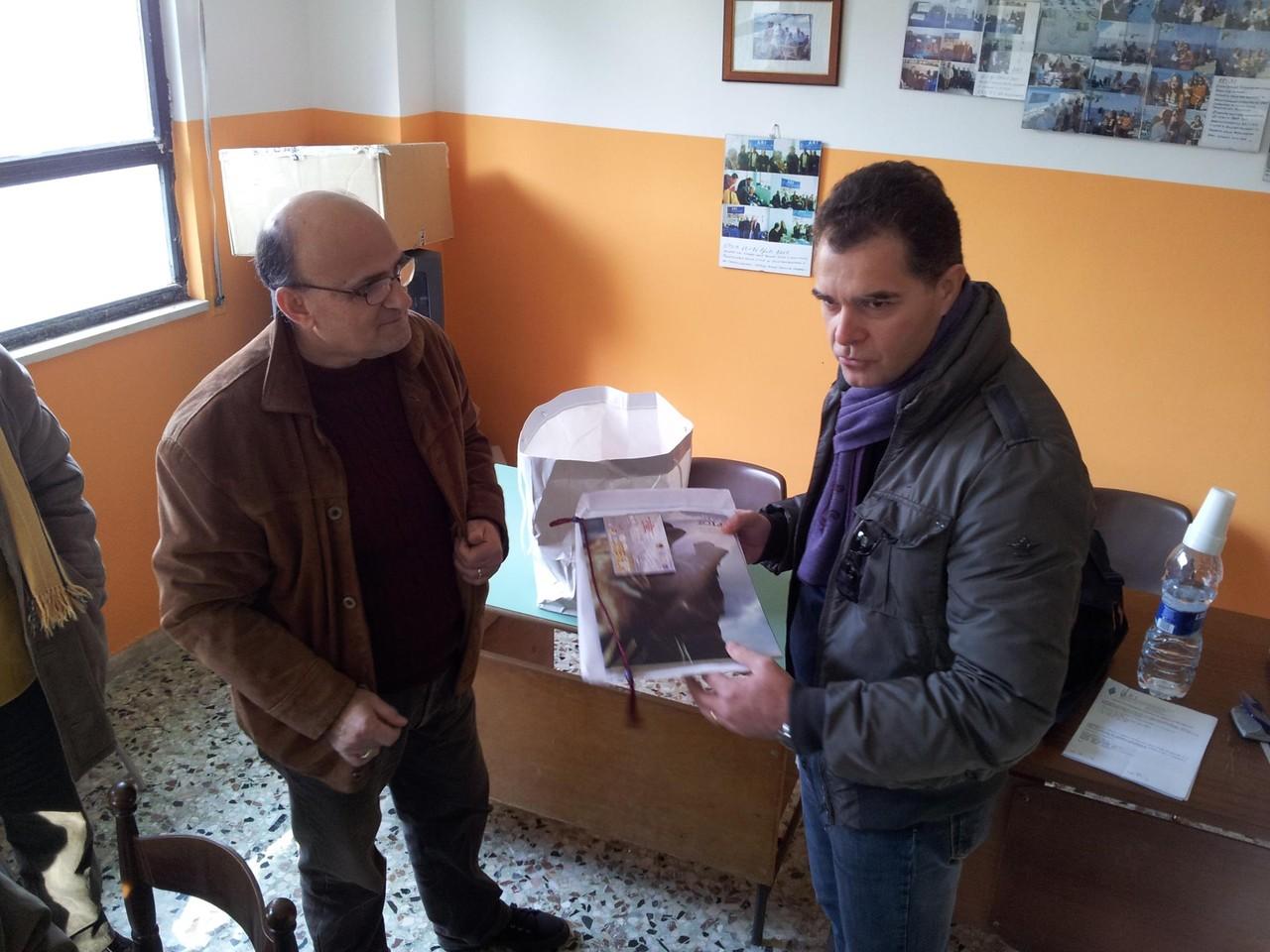 Molto gradita la visita dei colleghi dell'ARI Messina (IT9ELT Salvatore e IW9FSG Sergio) il quale hanno omaggiato il nostro Presidente di Sezione (IK8TGH Antonio) con alcuni doni in segno di amicizia, rispetto e collaborazione che dura da tantissimi anni.