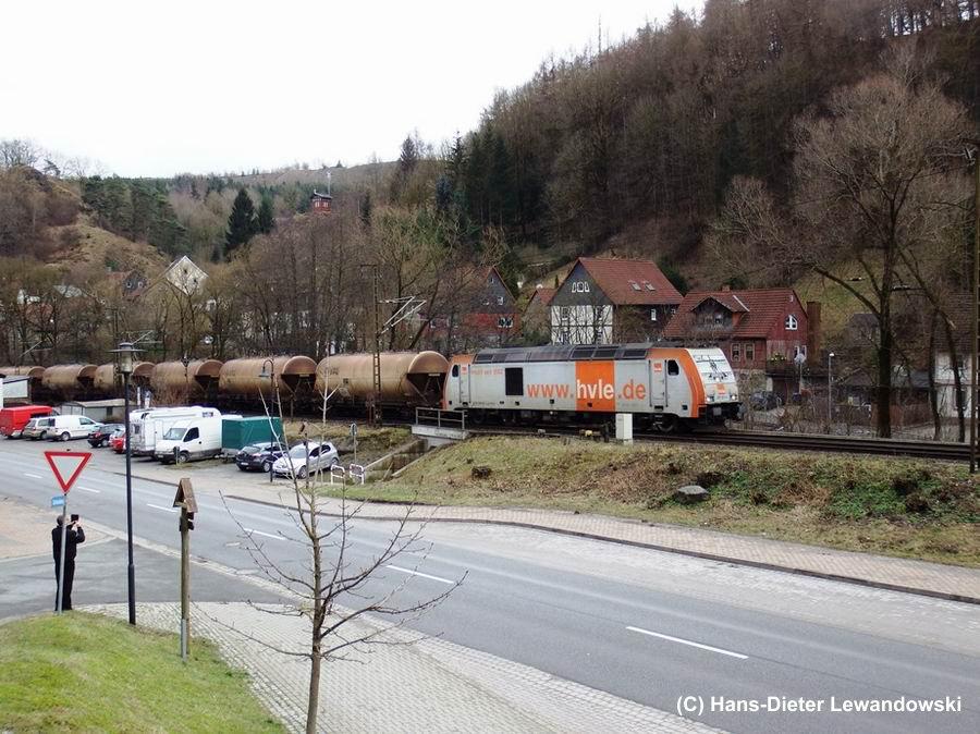 HVLE-Zug hintendrein