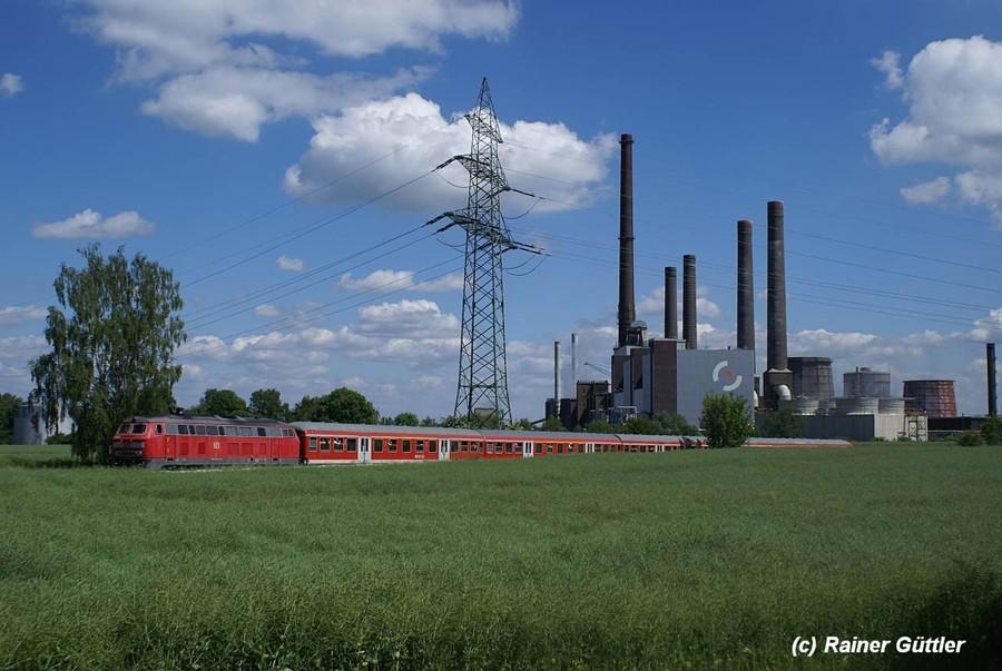 Der Regional-Express fährt von Peine kommend- in die Stahlwerke Salzgitter ein