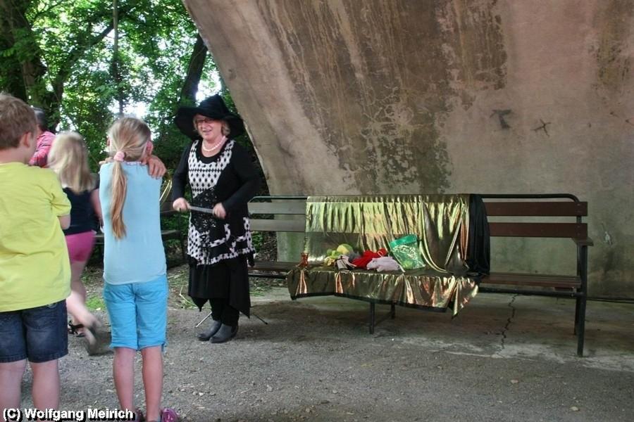 Ingrid Jesussek verzaubert mit ihren Märchen junge und ältere Fahrgäste