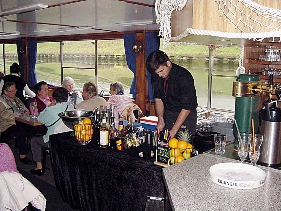 Cocktailservice an Bord