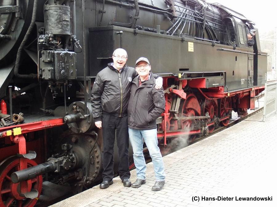 Die Lok im Hintergrund - Marcus und Dieter (v.l.n.r.)