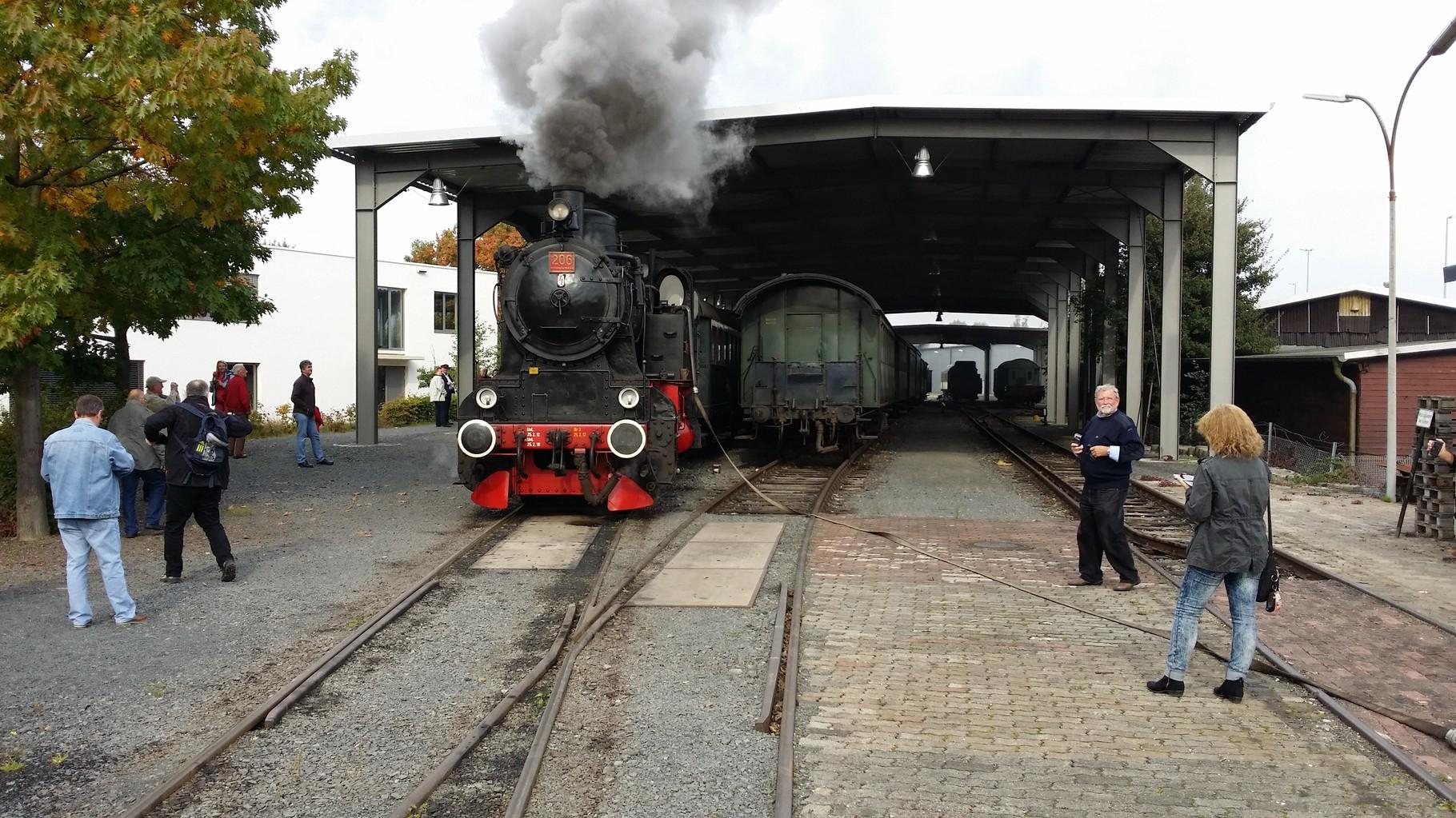 Die Halle mit Bahnsteig am Bahnhof Kassel-Wilhelmshöhe
