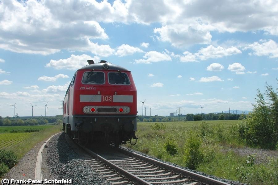 Der Regional-Express erreicht in Kürze Salzgitter Krähenriede, im Hintergrund ist Schacht Konrad zu sehen