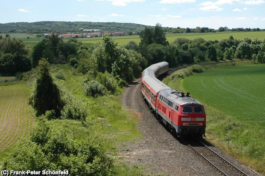 Mit einer Rechtskurve erhält der Regional-Express die Einfahrt in den Bahnhof Salzgitter Bad