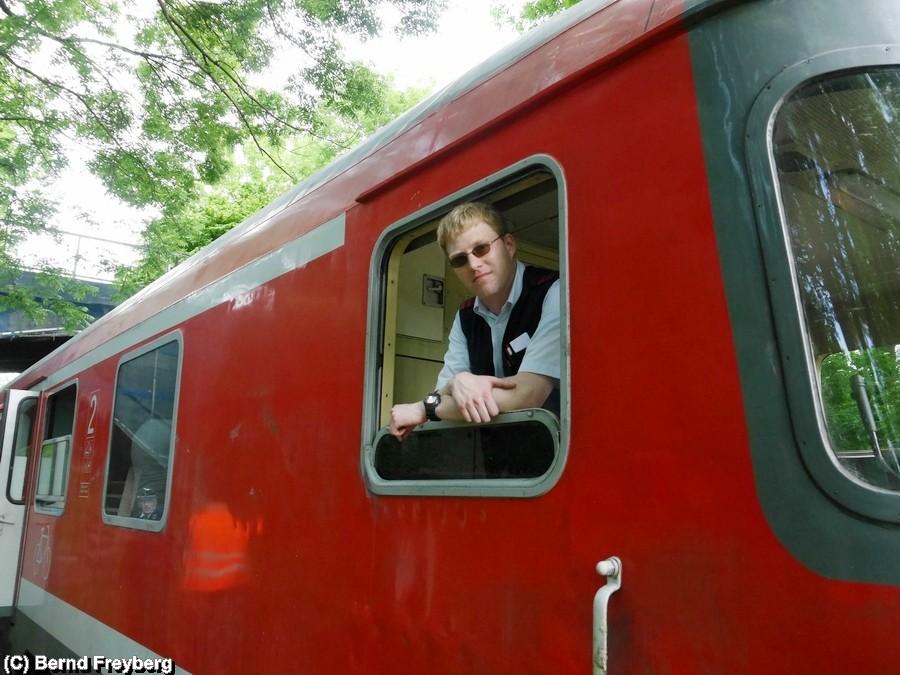 Stefan von DB Regio Braunschweig ist heute der Triebfahrzeugführer vom Stahlstadtexpress - Ulli der zweiter Tf- und Zugführer fehlt leider auf dem Bild