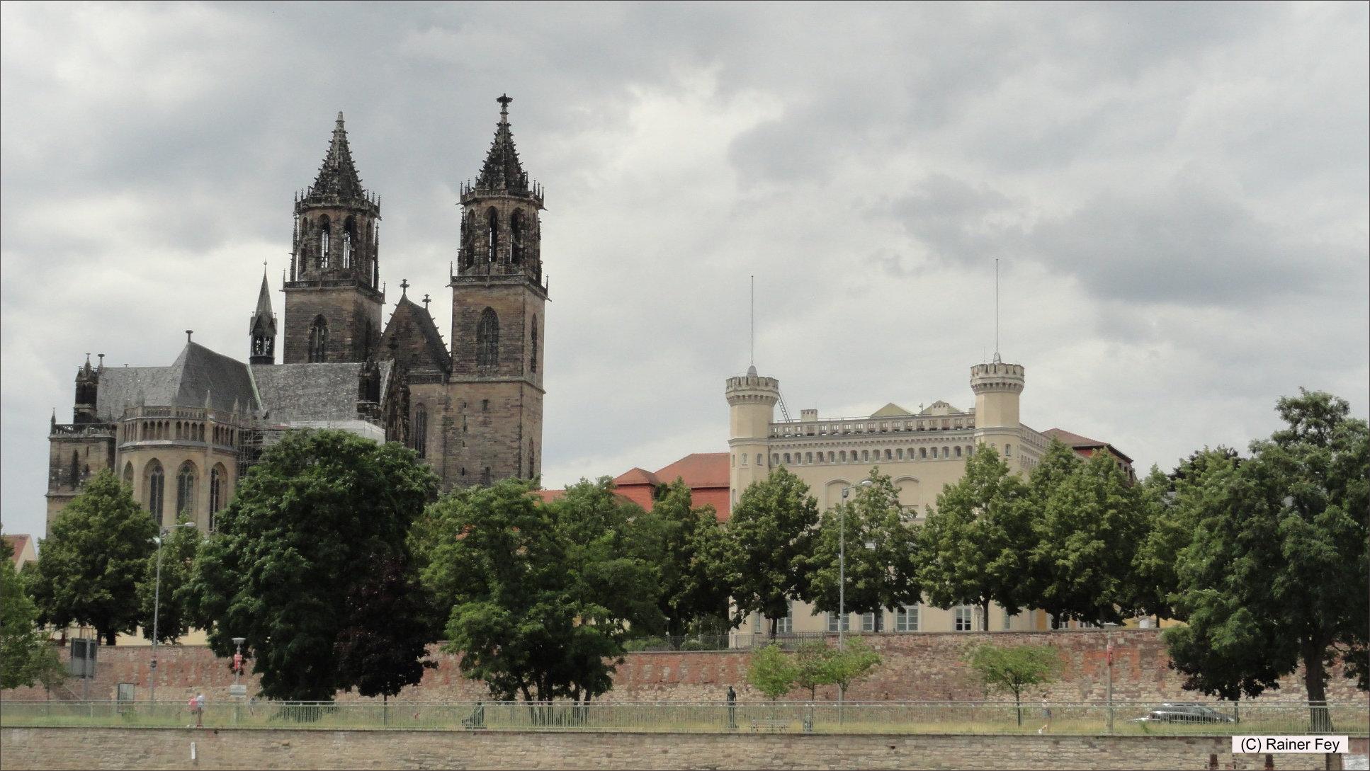 Magdeburg vom Fahrgastschiff der Weißen Flotte