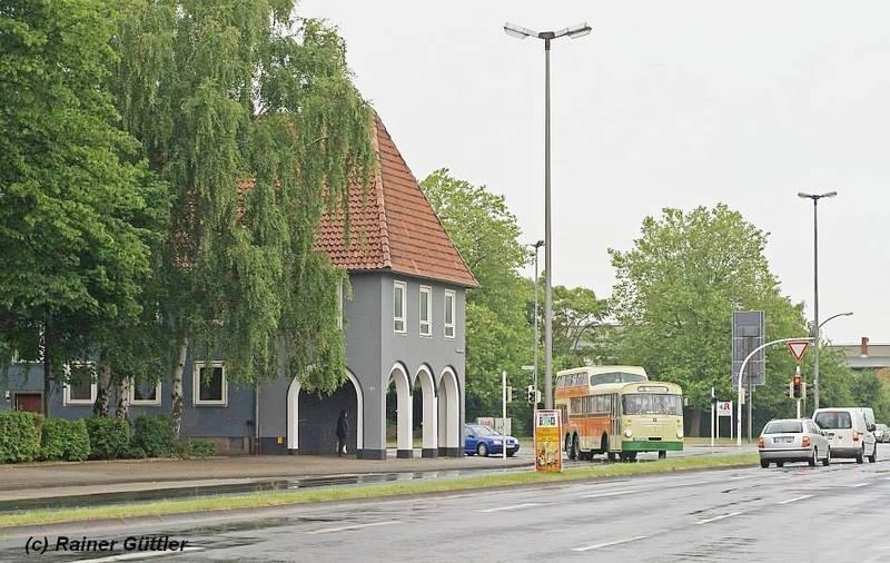 Hier war der ehemalige Kreisel von Lebenstedt. Auf dem Bild fährt der Anderthalbdecker Richtung Fredenberg