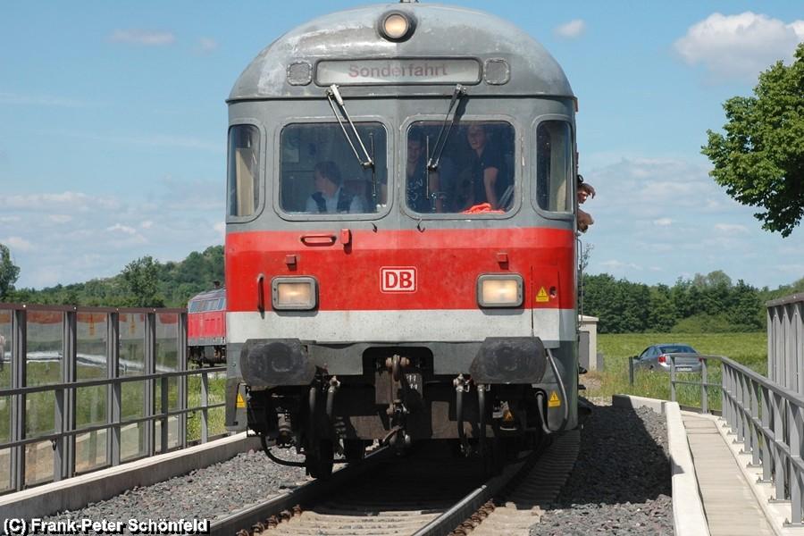 Der Regional-Express quärt die zweigleisige Strecke Braunschweig - Hildesheim