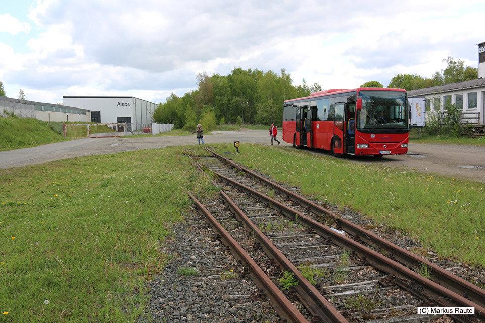 Der Rote Bahnbus am ehemaligen Bahnhof Grauhof