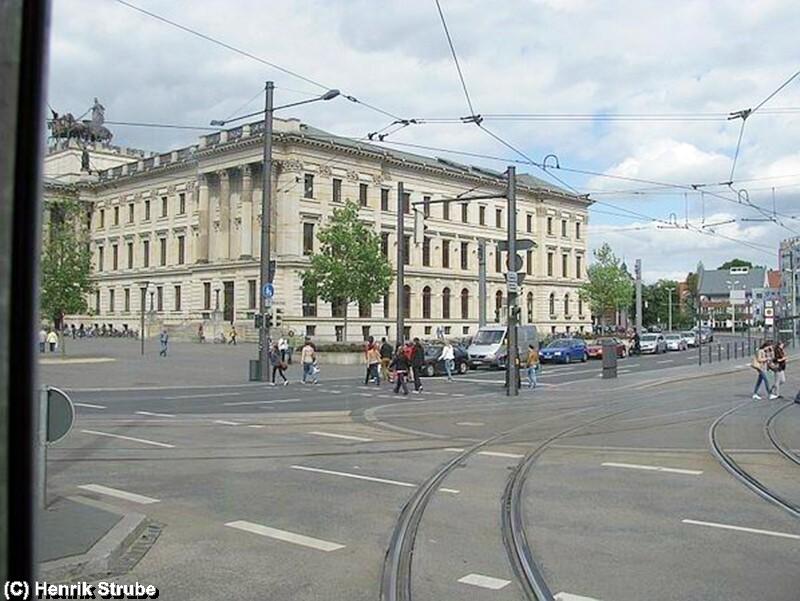 """Hier die Georg-Eckert-Strasse im Mittelpunkt von Braunschweig - Zwischen der Vor- und Nachmittagsfahrt vom """"Stahlstadtexpress"""" führt eine nostalgische- und informative Straßenbahnfahrt durch Braunschweig"""