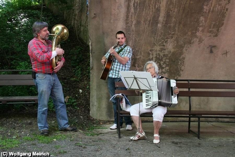 """Manuel Kabisch begleitet mit Familie den """"Stahlstadtexpress"""" musikalisch"""