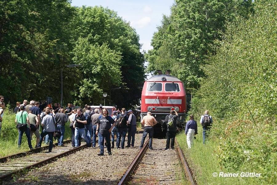 Ein begehrtes Fotoobjekt - die Bahnmeisterdraisine und die Hauptdarstellerin 218 447-1