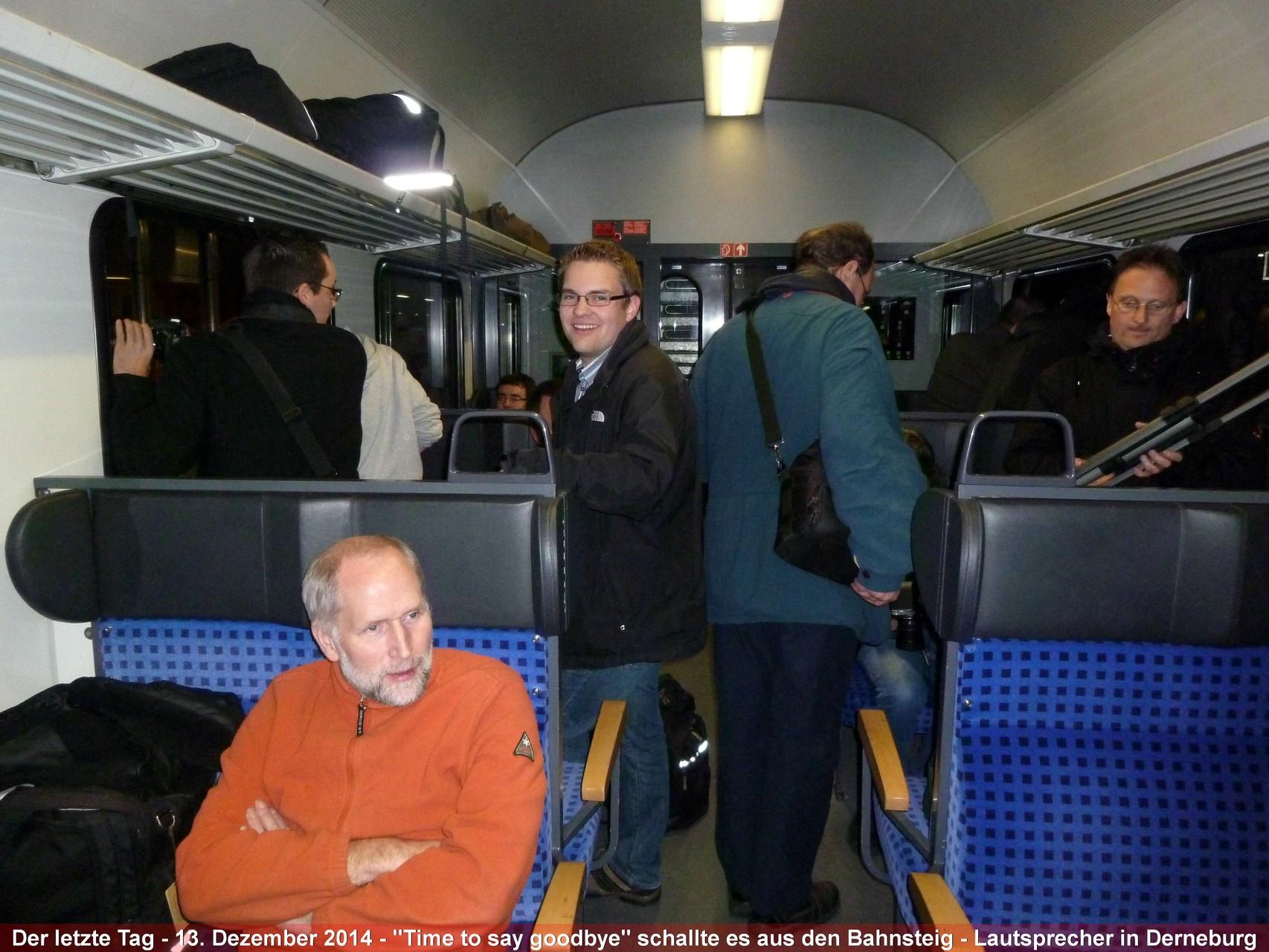 13. Dezember 2014 - Eisenbahnfreunde begleiten den letzten Planeinsatz von Baureihe 218